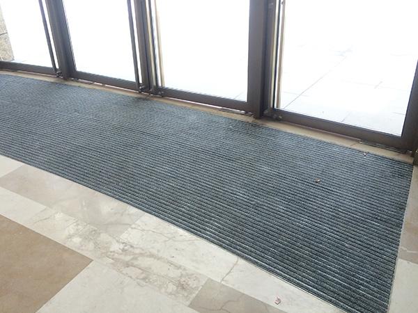 上海汇金国际在必拓选购铝合金地垫