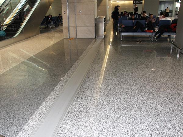 上海虹桥机场使用必拓变形缝和铝合金地垫